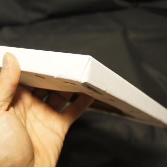 裏張り専用の張り機を使ってしっかりと張ります。